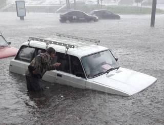 На Львов обрушился аномальный ураган. Появилось видео