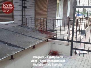 В Киеве мужчина нанизал сам себя на железную ограду
