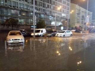 Мощный ливень снова затопил Киев