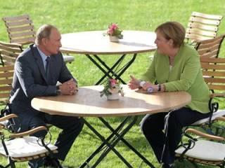 Путин и Меркель поговорили о транзите газа через Украину. По слухам, обсуждали и миротворцев на Донбассе