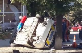 В Сумах полицейское авто врезалось в людей на тротуаре. Появилось видео