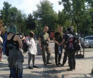 В Киеве националисты средь бела дня нападают на подростков. В Кабмине признали наличие проблемы