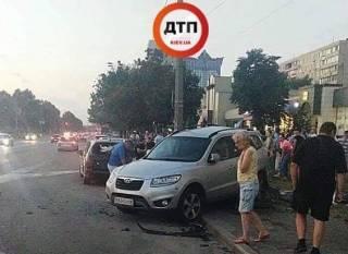 Малолетки на BMW устроили масштабное ДТП в Киеве. Появилось видео инцидента