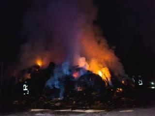 Грандиозный пожар под Киевом: весь Вышгород заволокло дымом