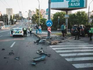В Киеве пьяный водитель разогнался свыше 200 км/ч и устроил «лобовое» ДТП