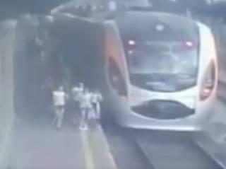 Киевлян и гостей столицы предупредили об орудующей в районе железнодорожного вокзала банде воров-цыган