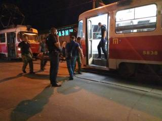 Странные смерти в Киеве. Один мужчина умер в трамвае, другой – на вокзале