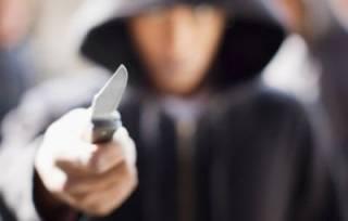 На столичном ж/д вокзале мужчина с ножом набросился на людей