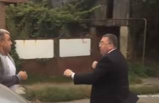 В Черновцах местный чиновник прямо на дороге подрался с таксистом