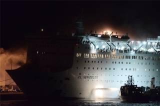 В Греции внезапно вспыхнул лайнер с более чем 1000 пассажиров на борту