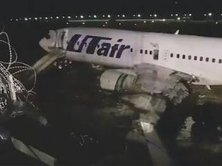 В Сочи съехал в реку и загорелся пассажирский Boeing 737