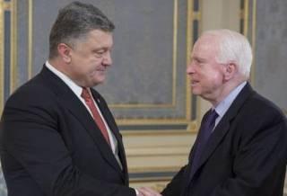 Порошенко уже выбрал киевскую улицу для переименования в честь Джона Маккейна