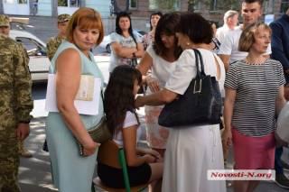 На первом звонке в Киеве стало плохо детям, а николаевские первокурсницы падали в обморок в ожидании чиновников