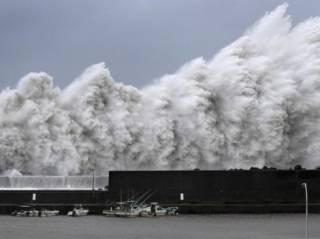 Японию накрыл аномальный тайфун Джебби. Такого тут не было десятки лет