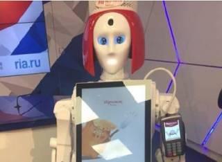 Первый российский «андроид-кассир» повеселил и озадачил пользователей соцсетей