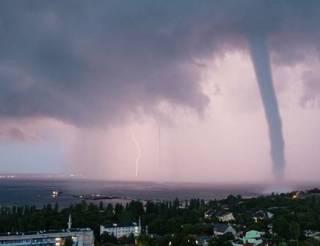Крым накрыл аномальный ураган. Появилось видео