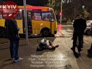В Киеве пьяный хулиган устроил поножовщину в маршрутке