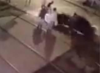 Появилось видео момента смертельного ДТП в Одессе: BMW на красный свет влетел в остановку с людьми