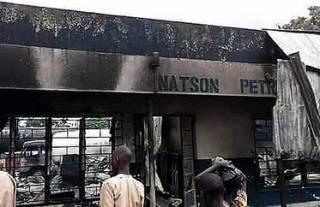 Из-за взрыва газа на заправке в Африке погибли десятки людей. Появилось жуткое видео