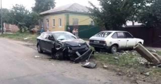 В Прилуках пьяный сын мэра на машине снес столб, оставив местных жителей без света