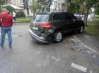 В Запорожье батюшка решил проехать на красный свет и спровоцировал ДТП