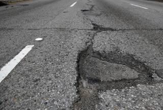 Гройсман заявил, что за два года на ремонт дорог потратят более ста миллиардов гривен