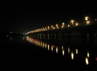 Под мостом в Киеве за употреблением наркотиков задержали сотрудника НАБУ – соцсети