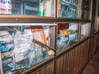 Ветеран АТО с «дымовухой» разгромил «наливайку» в Киеве