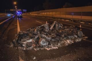 В результате ДТП на житомирской трассе автомобиль превратился в горстку пепла