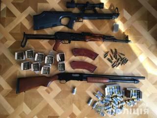 На Киевщине глава поселкового совета покрывал целую банду опасных грабителей