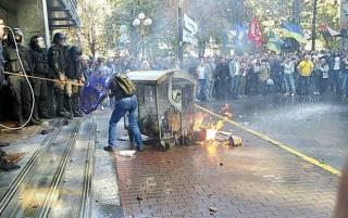 Националисты утверждают, что в центре Киева их штурмует полиция