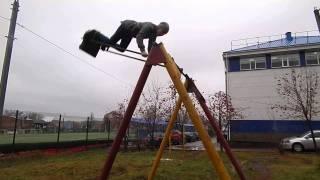На Буковине попытка сделать «солнышко» на качелях обернулась трагедией