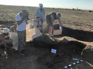 В первый же день раскопок на Херсонщине нашли останки воина, жившего во времена Христа
