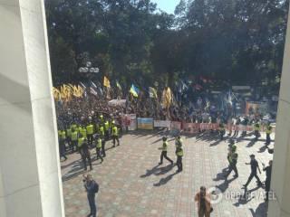 Националисты попытались прорваться в Верховную Раду, когда там выступал Порошенко