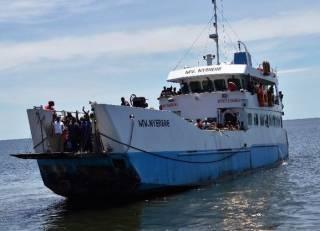 На озере Виктория перевернулся перегруженный паром. Число жертв стремится к сотне