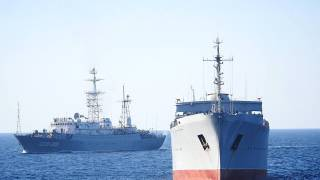 Украинские военные корабли без спросу прошли под Керченским мостом. Россия подняла даже авиацию