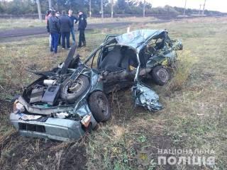 На Николаевщине поезд Интерсити на переезде всмятку раздавил легковушку