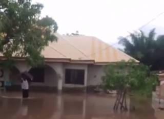 Наводнение в Нигерии унесло уже сотни жизней: появилось видео стихии