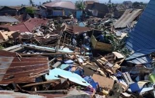 Цунами в Индонезии: горы трупов, масштабные разрушения и банды мародеров