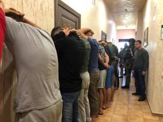 Полиция задержала в Одессе целый взвод вооруженных «титушек». И отпустила после профилактической беседы