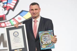 Братья Кличко попали в Книгу рекордов Гиннесса с уникальным показателем