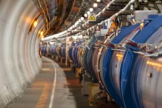 В Большом адронном коллайдере нашли две новые элементарные частицы и почти обнаружили третью