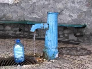 Вода в киевских бюветах заражена: список опасных точек