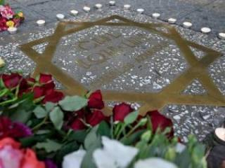 Глава Союза армян Украины Вилен Шатворян возложил цветы на площади Азнавура в Ереване