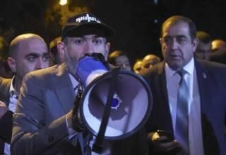 Премьер-министр Армении заявил об отставке пред лицом «контрреволюционных сил»