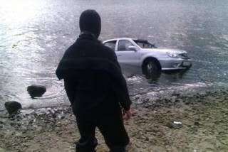 Резонансное ДТП в Киеве: водитель утонул в Днепре