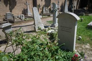 Власти одного из городов Италии решили пустить с молотка за два миллиона евро шестнадцать исторических могил