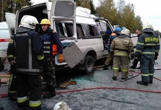 Масштабное ДТП в России: после столкновения автобуса и маршрутки погибли тринадцать человек