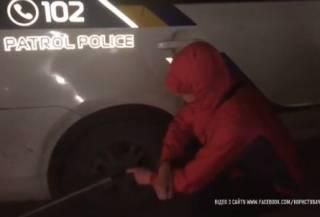 В Харькове псих сбежал из «скорой помощи», у которой закончился бензин. Приехавшие на помощь полицейские сбили пешехода