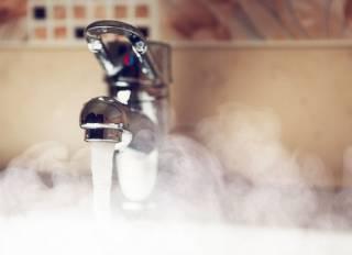 Киевлянам продолжают рассказывать «сказки» о горячей воде: названа очередная дата включения